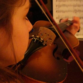 girl violin