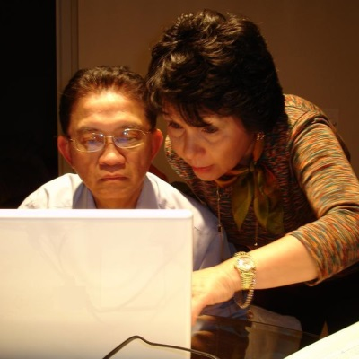 parents n laptop
