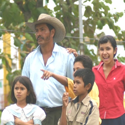 traditional-colombian-family-203349_1280