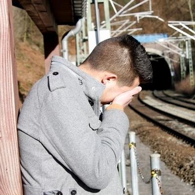 teen crying (400x400)
