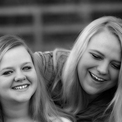 sisters (400x400)