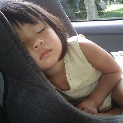 child in car seat (400x400)
