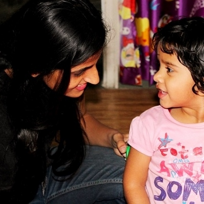preschool teacher and child (400x400)