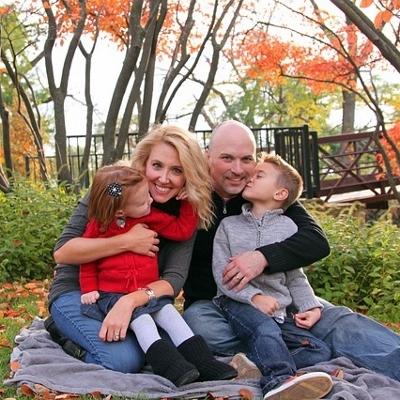 family in park (400x400)