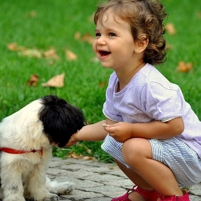 girl with puppy (400x400)