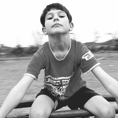 tween boy black and white (400x400)