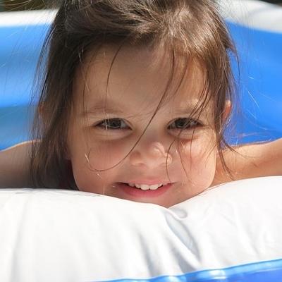 child swimming (400x400)