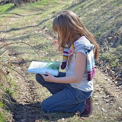 tween reading outdoors (400x400)