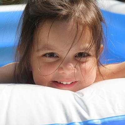 toddler in pool (400x400)