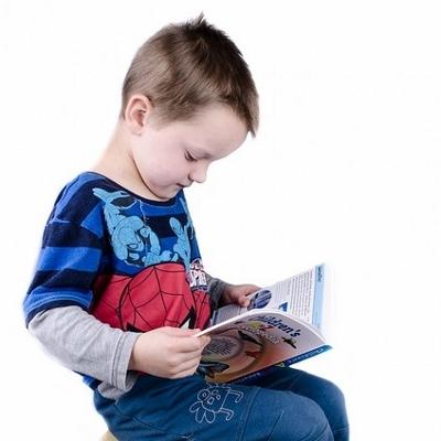 boy reading (400x400)
