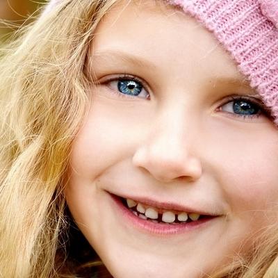elementary girl smiling (400x400)