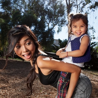 mom and toddler (400x400)