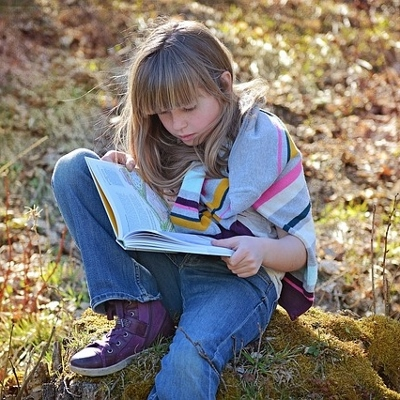 tween girl reading (400x400)