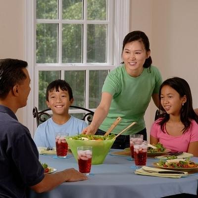 family at dinner (400x400)