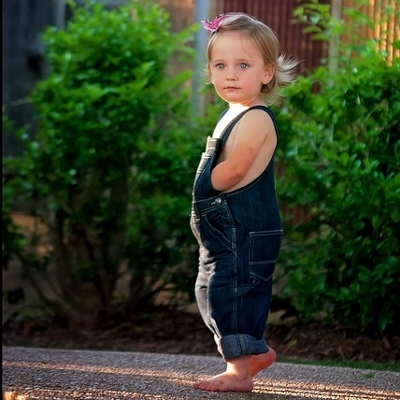 toddler outside (400x400)
