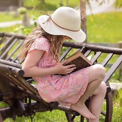 tween reading (400x400)