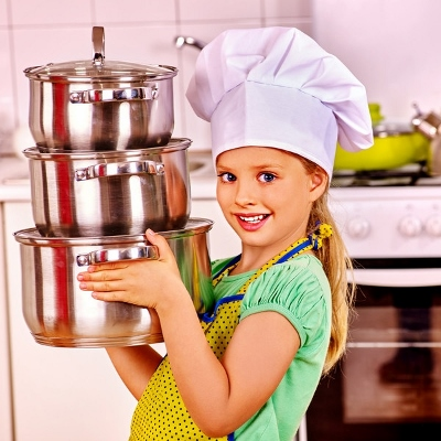 girl cooking (400x400)