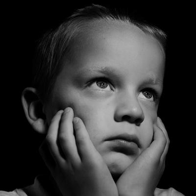 child sad (400x400)