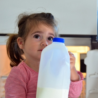 child with milk (400x400)