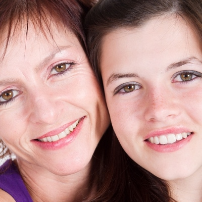 mom and daughter (400x400)