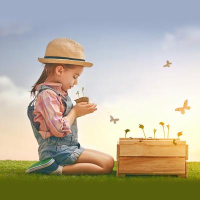 Preschoolers-in-a-garden