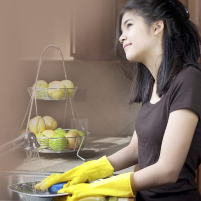 Teenager-washing-dishes