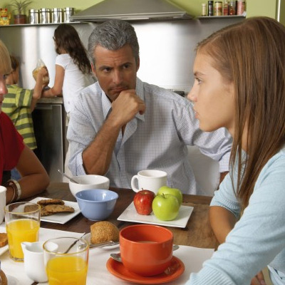 parent-teenage-talking-at-dinner-table